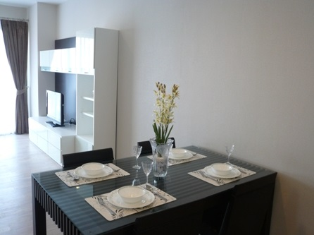 Two bed condo for rent in Thong Lo - Dining