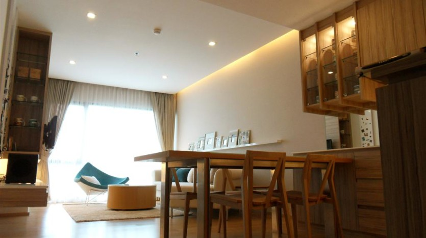 One bed condo for rent in Ari - Dining/living