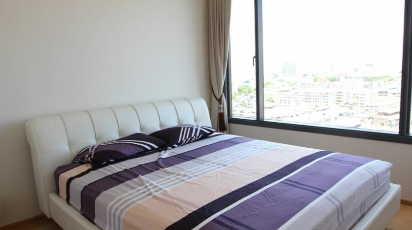 Two bed condo for rent in Ratchathewi - Master bedroom