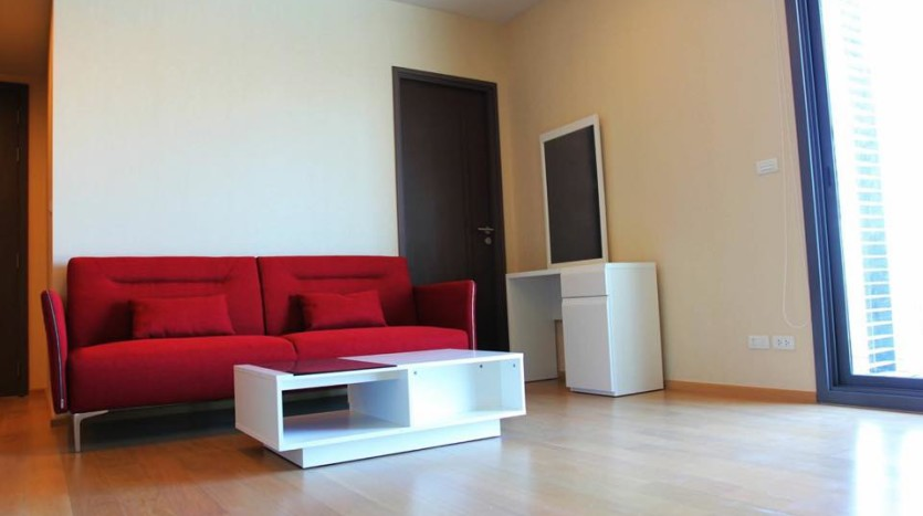 Two bed condo for rent in Ratchathewi - Living room