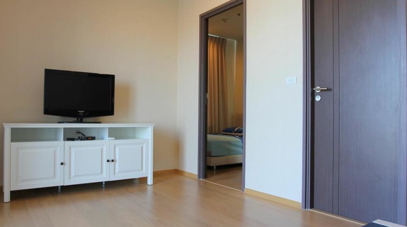 Two bed condo for rent in Ratchathewi - TV