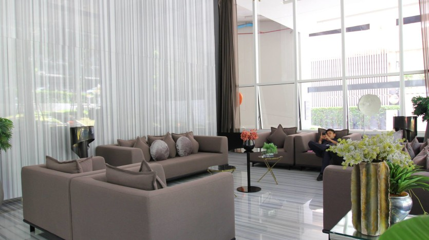 Two bed condo for rent in Ratchathewi - Lounge