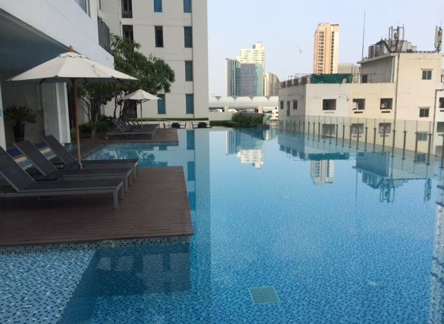 Studio for rent in Ratchatewi - Swimming pool