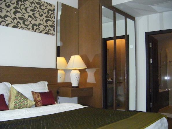 One bedroom condo for rent in Nana - Wardrobe