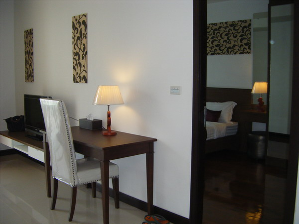 One bedroom condo for rent in Nana - Study table