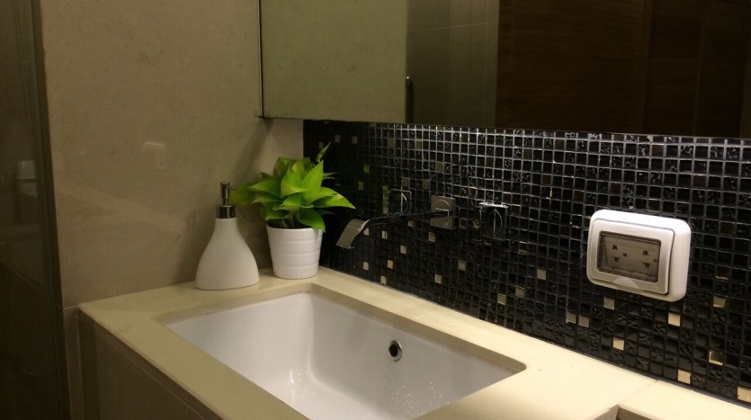 Two bedroom condo for rent in Sathorn - Bathroom
