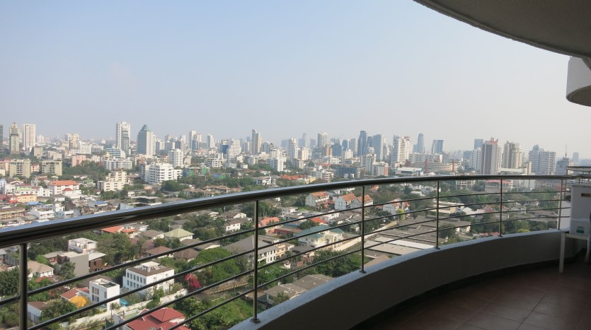 Two bed condo for rent in Phrom Phong - Balcony