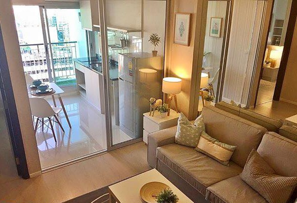 One bedroom condo for rent in Sathorn - Living room