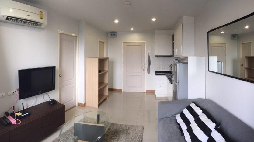 One bedroom condo for rent in Ari - Living room/Kitchen