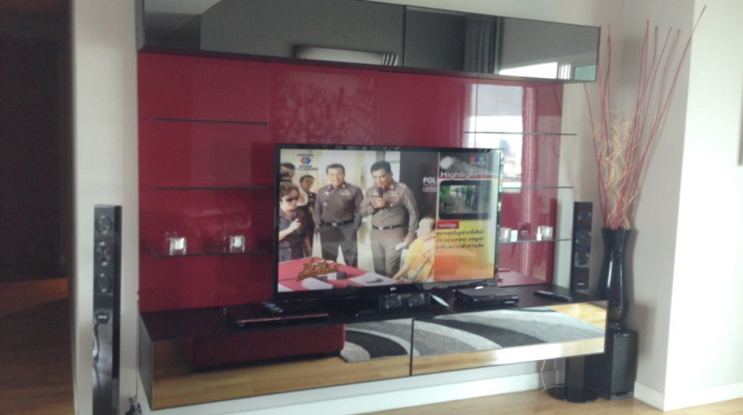 Three bed condo for rent in Asoke - TV