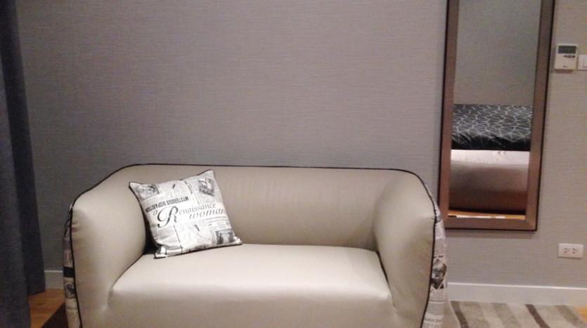 Three bed condo for rent in Asoke - Sofa in Bedroom