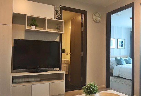 One bedroom condo for rent in Sathorn - TV
