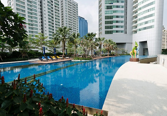 Three bed condo for rent in Asoke - Swimming pool