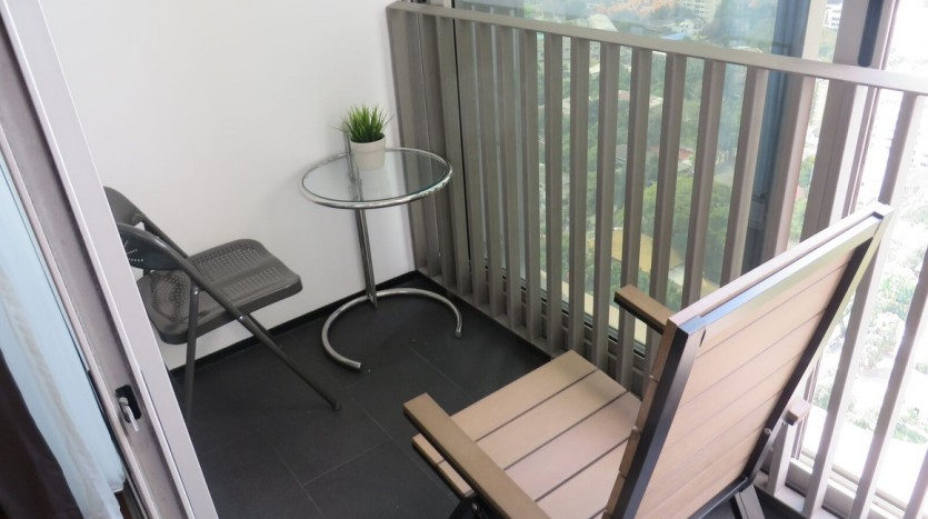 Two bed condo for rent at Thonglor - Balcony