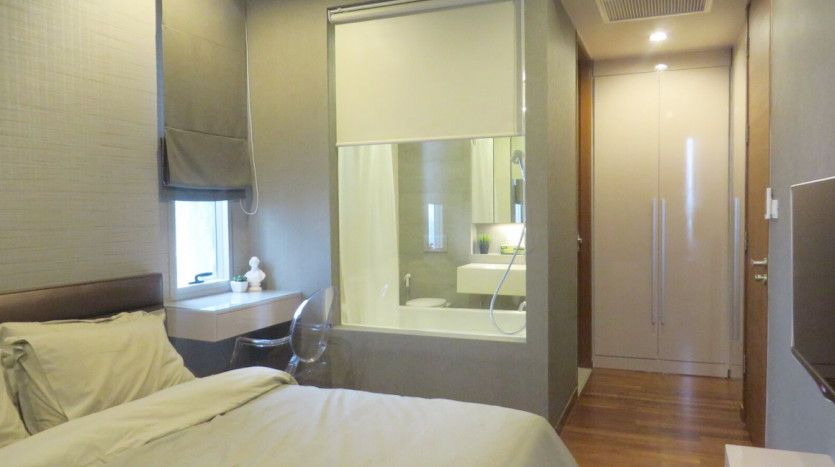 Two bed condo for rent at Thonglor - Bathroom in MasterBedroom