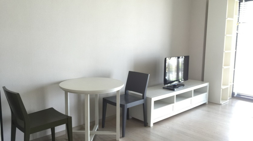 One bed condo for rent in ThongLor - TV