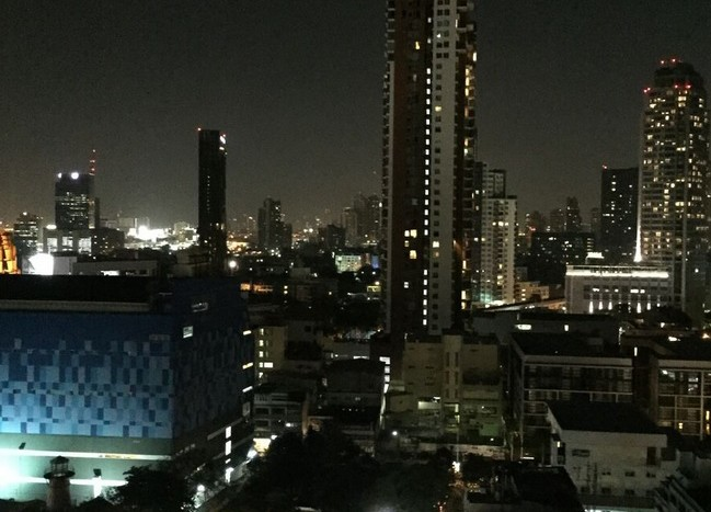 Two bed condo for rent in Ekkamai - Night View