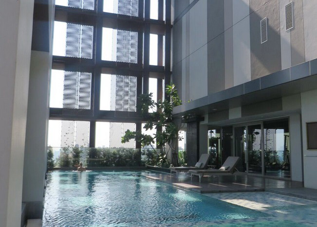 Two bed condo for rent at Thonglor - Swimming pool