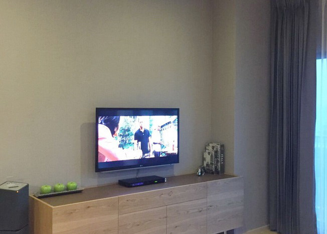Two bed condo for rent in Ekkamai - TV