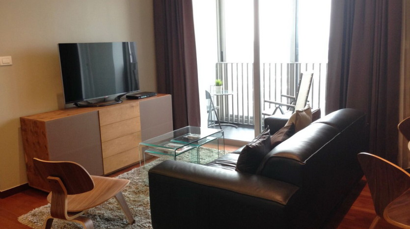 Two bed condo for rent at Thonglor - Living room