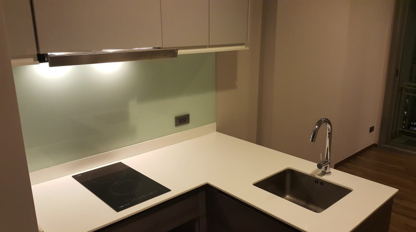 One bed condo for sale in Ekkamai - Kitchen