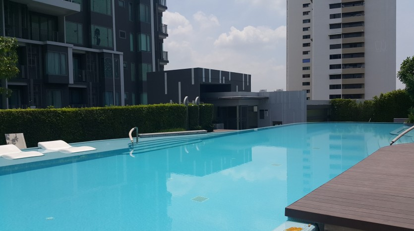One bed condo for sale in Ekkamai - Pool