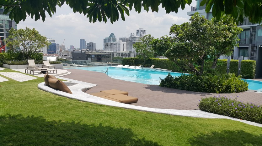 One bed condo for sale in Ekkamai - Roof Terrace