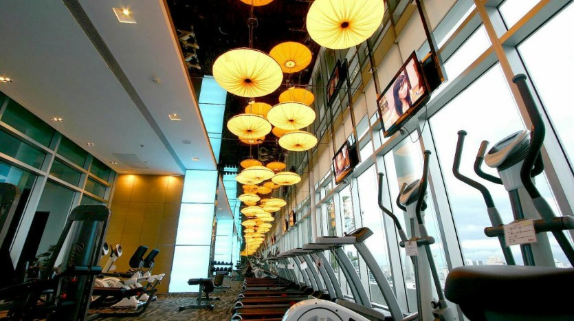 One bed condo for rent at Sathon - Gym