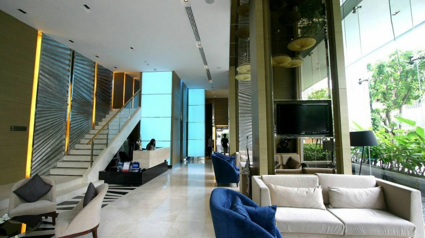 One bed condo for rent at Sathon - Lobby