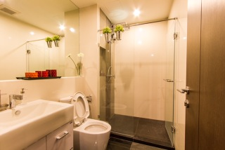 One bed for rent at Sathon - Bathroom
