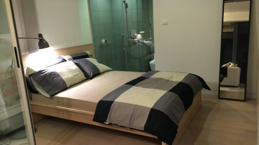 Two bed condo for rent in Ari - Master bedroom