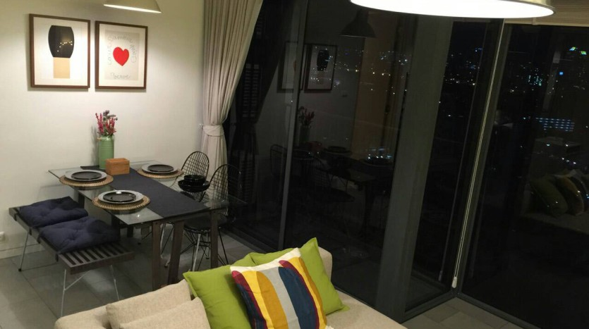 Two bed condo for rent in Ari - Living area/Dining table