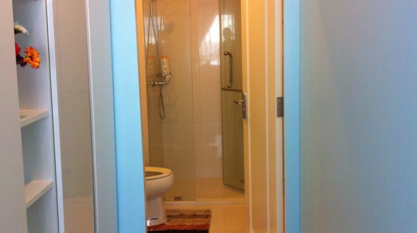 One bedroom condo available for rent in Siam - Hallway to bathroom