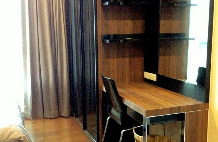 One bedroom condo for rent in Thong Lo - Dressing table