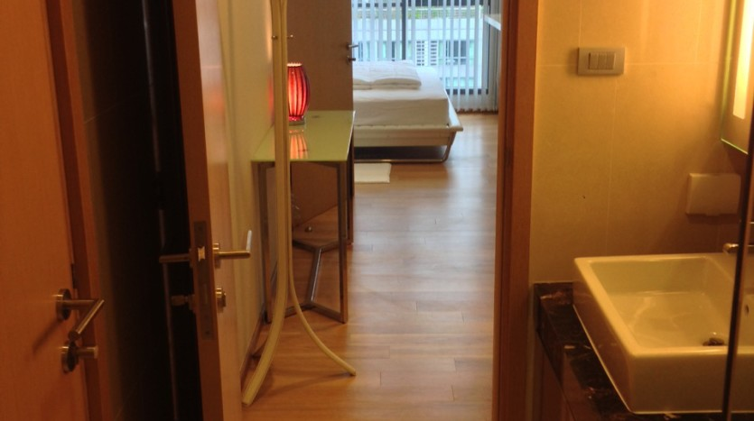 One bedroom condo for rent in Nana - Entrance to bathroom