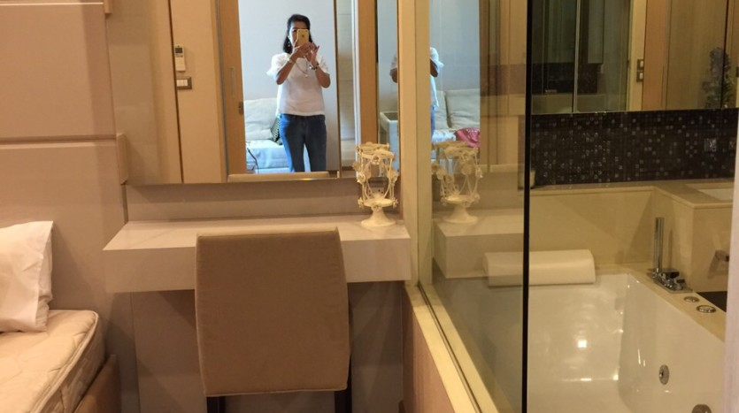 One bedroom condo for rent in Asoke - Bathroom