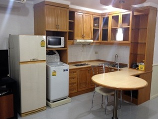 One bed condo for rent in PhromPhong - Kitchen