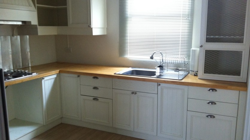 Three bed condo for rent in PhromPhong - Kitchen