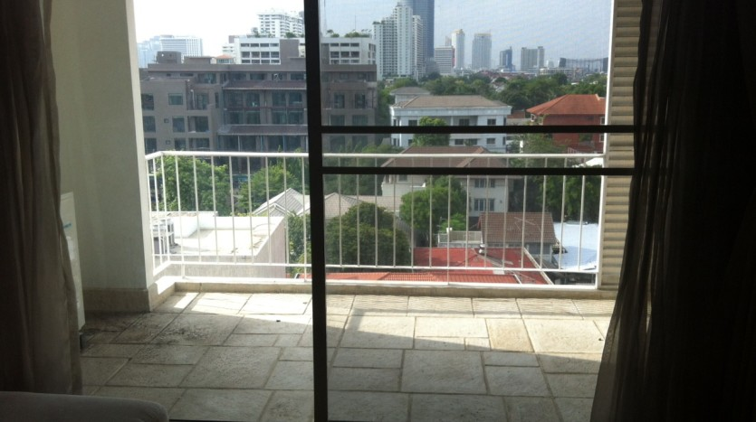 Three bed condo for rent in PhromPhong - Balcony