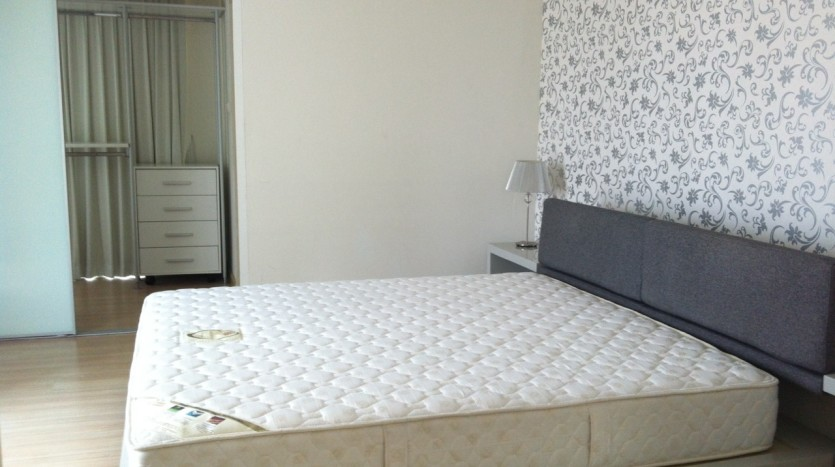 Three bed condo for rent in PhromPhong - Master bedroom