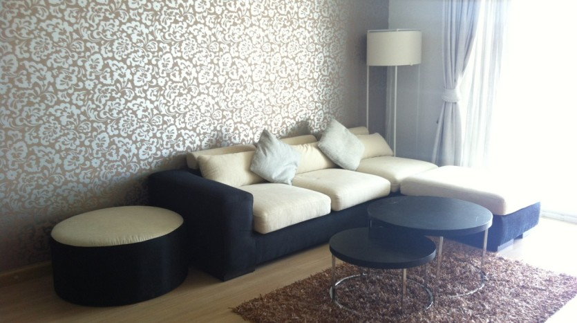 Three bed condo for rent in PhromPhong - Sofa
