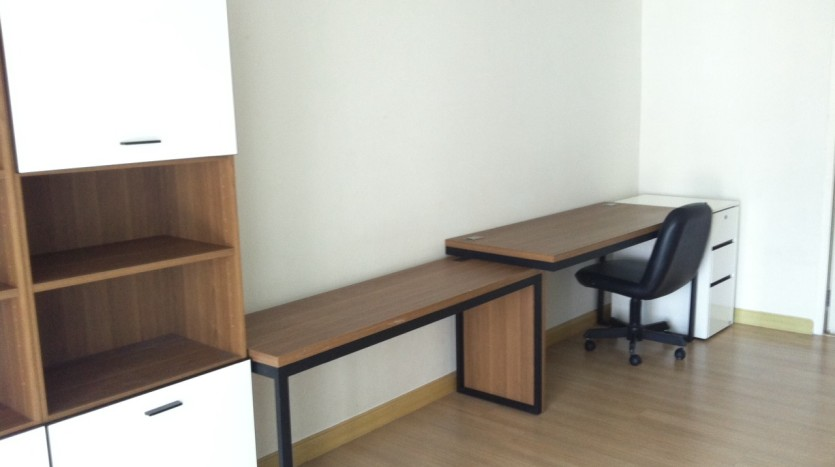 Three bed condo for rent in PhromPhong - Working space