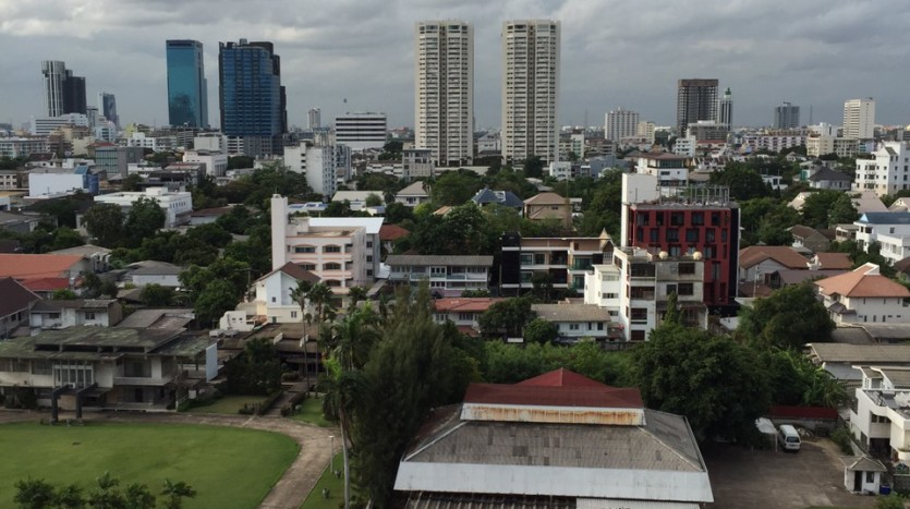 Two bed condo for rent in Ekkamai - View from Balcony