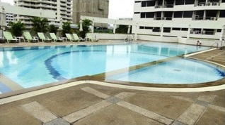 One bed condo for rent in PhromPhong - Swimming pool