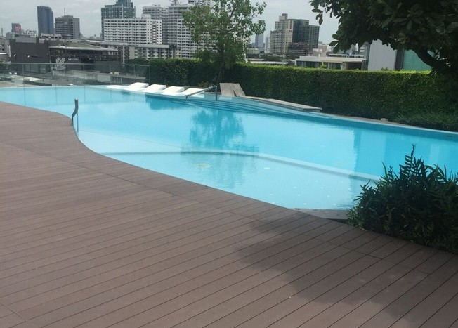 Two bed condo for rent in Ekkamai - Swimming pool