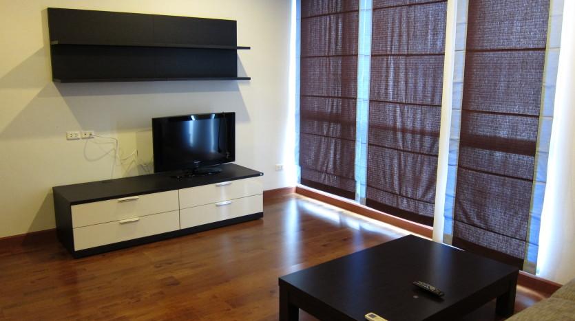 One bedroom condo for rent in Asoke - TV