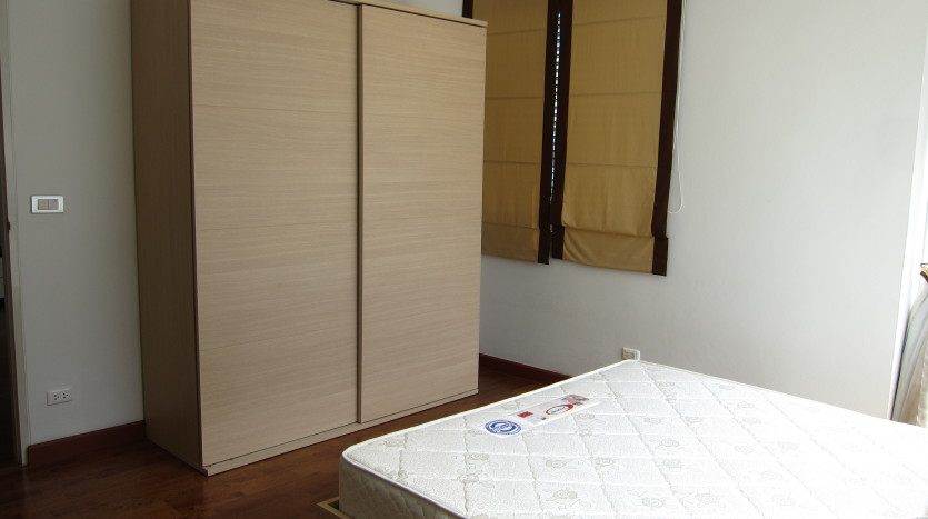 One bedroom condo for rent in Asoke - Wardrobe
