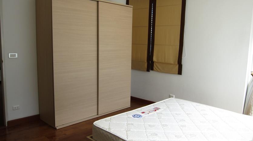 One bedroom condo for rent in Asoke - Wardrobe