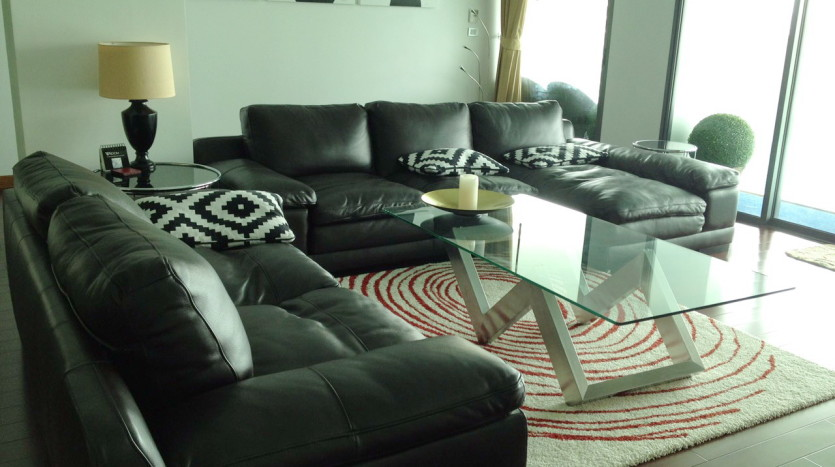 Luxury two bed for rent in Phrom Phong - Living room
