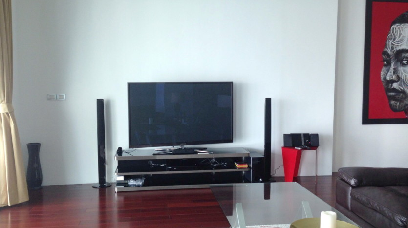 Luxury two bed for rent in Phrom Phong - TV